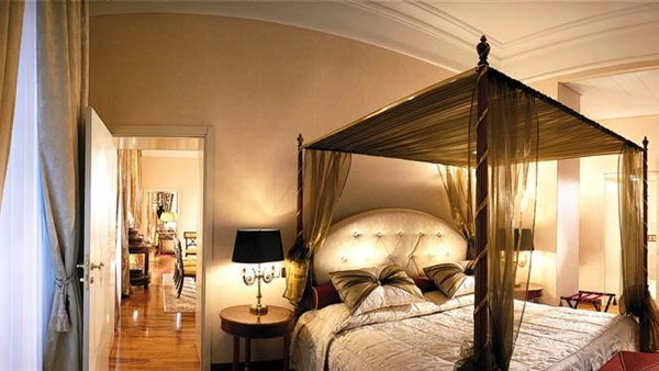Genevas best Presidential suite room with jacuzzi and sauna