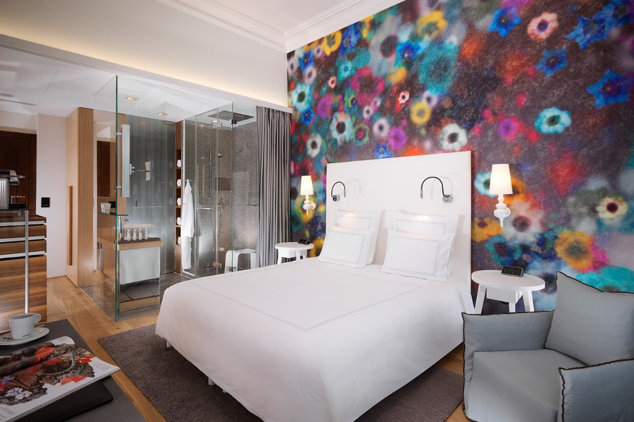 Signature Room SGE